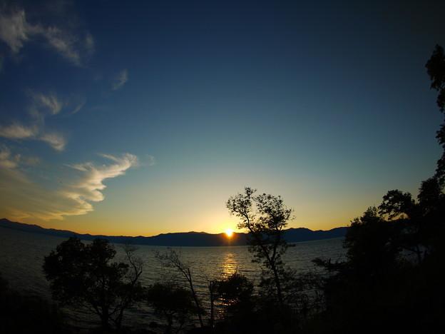 日本一大きな湖の夕暮れ