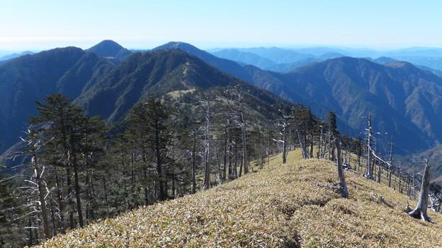 丸盆岳、黒法師岳方面