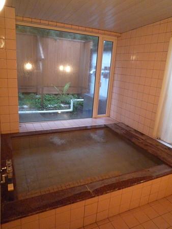 ペンションボンレーブのお風呂。けっこう広いです。