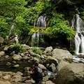 Photos: 家族連れの滝見物