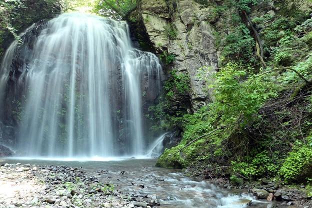 不動の滝は水量が多く、勇壮な姿