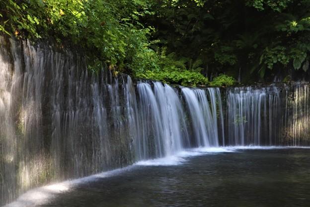流れ落ちるとても美しい滝