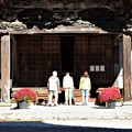 Photos: 霊松寺拝殿参拝客