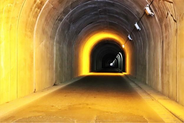 山の神隧道内