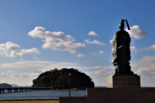 竹島を観る藤原俊成像