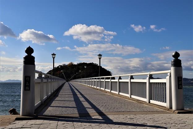 竹島と繋ぐ竹島橋の長い橋