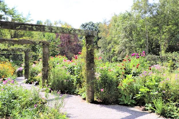 Photos: 庭園散策路