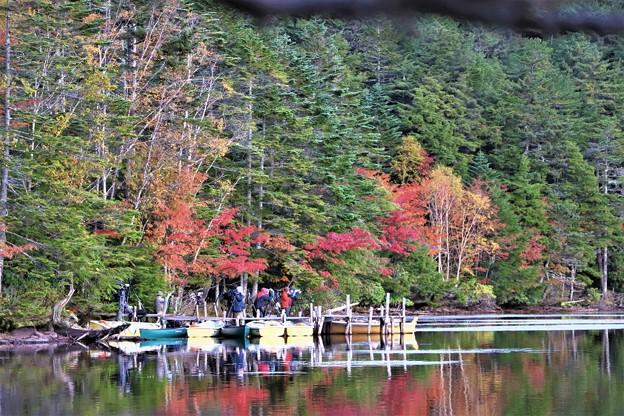 ボートと紅葉