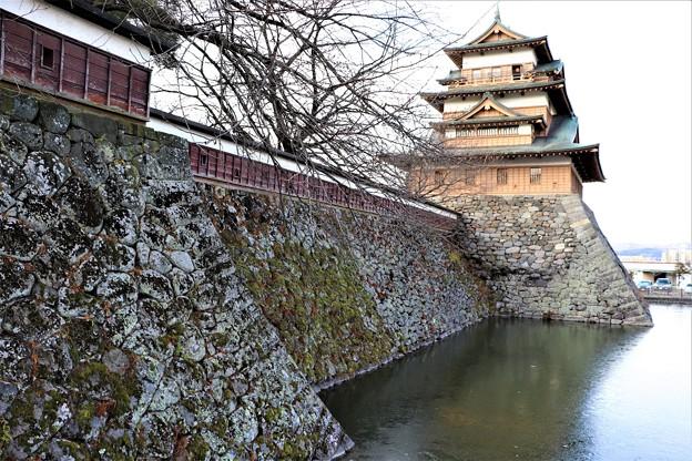 高島城本丸の堀と石垣