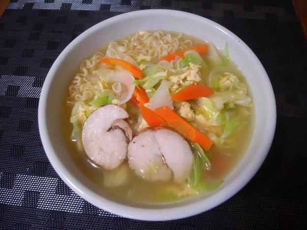 エースコック ワンタン麺に野菜