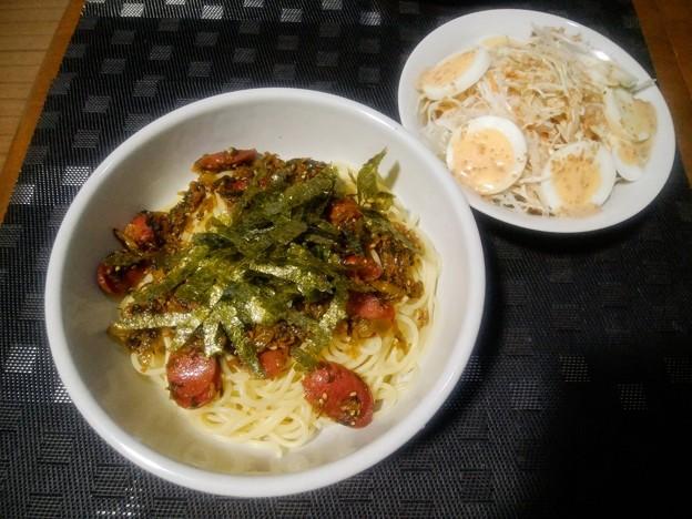高菜とソーセージのパスタとサラダ