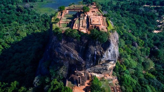 写真: Front of Sigiriya Rock
