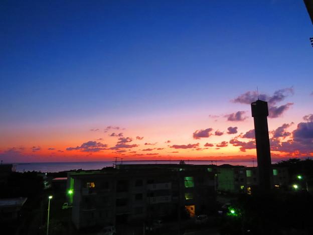 給水塔の夕ぐれ