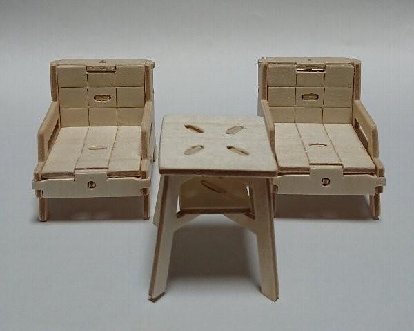 ウッドクラフトレトロ商店街 ソファーとコーヒーテーブル