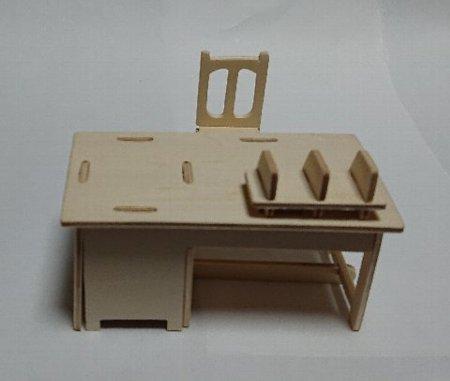 Photos: ウッドクラフト学校 職員室の机とイス