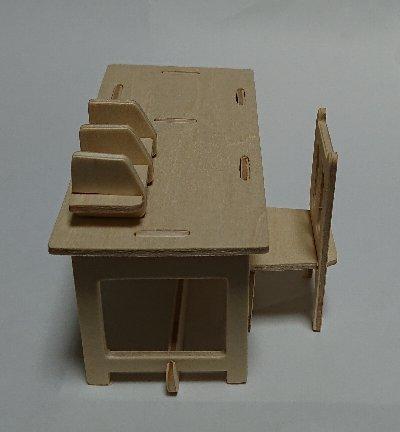 ウッドクラフト学校 職員室の机とイス