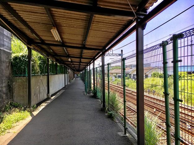 かしわ台駅 東口からホームまでを結ぶ通路