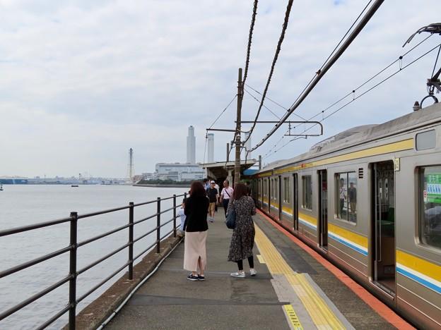 海芝浦駅 ホーム上の景色(日中)