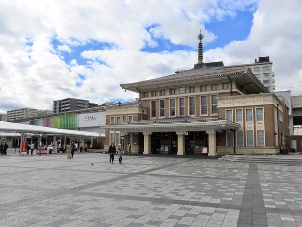奈良駅 2代目・3代目駅舎の並び