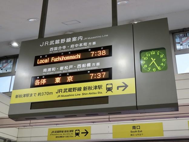 西武鉄道 秋津駅の発車標(JR武蔵野線発着時間案内)