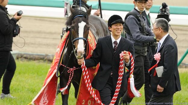 Photos: [140420中山11R皐月賞]イスラボニータ「みんなすごく笑ってるよ」