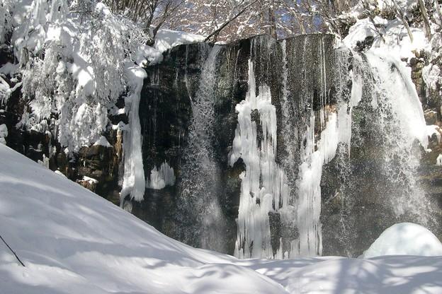 凍てつく滝。