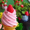 写真: いちごソフトクリームミニ。