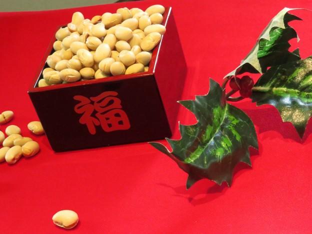 撒いて食べるよ、福の豆。
