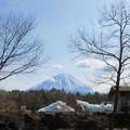 Photos: 茅葺き屋根の小屋がなくなって。