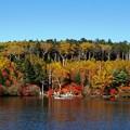 Photos: 紅葉楽しむ向こう岸。