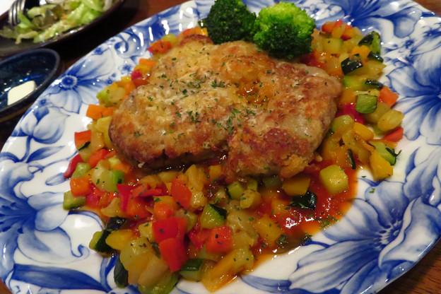 イベリコ豚のカツレツトマトソース。