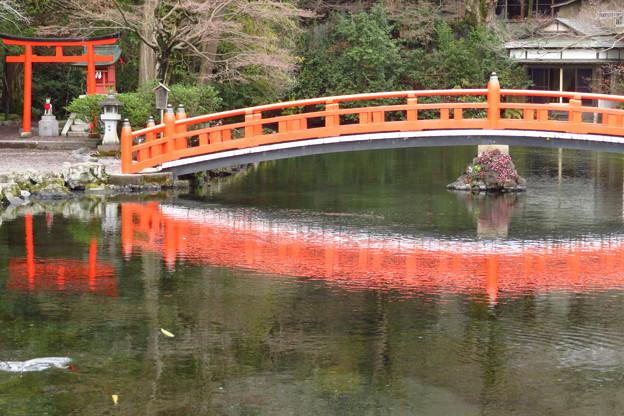 神路橋とお稲荷さん。