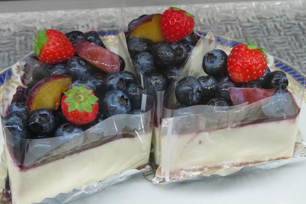 ブルーベリーチーズショートケーキ。