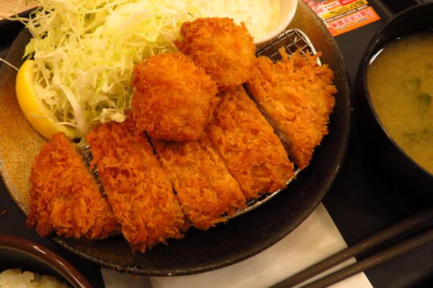 Photos: ロースカツ&帆立フライ定食。
