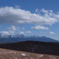 雪の八ヶ岳から富士山を見晴らす。