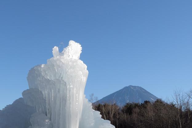 氷は成長すとも雪はなし。