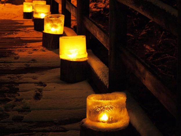 氷灯ろうの柔らかき光。