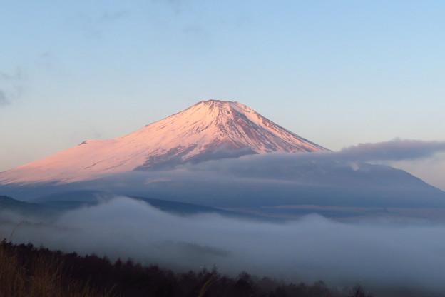 雲海の上に朝日が差す。