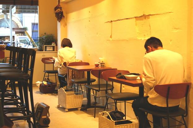 お一人様達のカフェ…