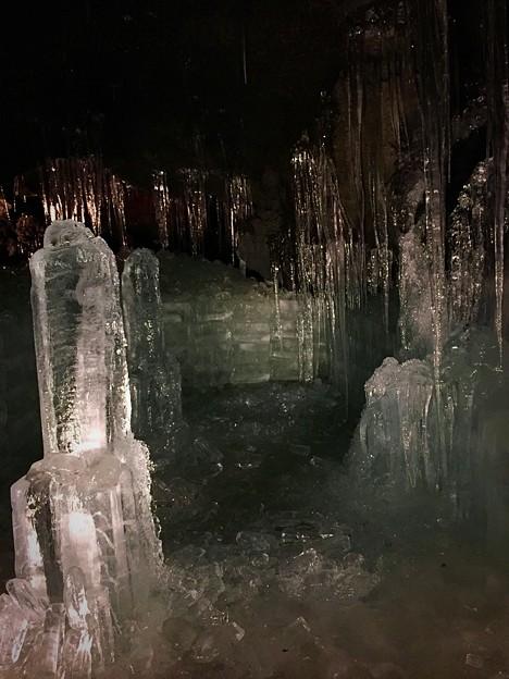 溶岩洞窟…富岳風穴のツララ