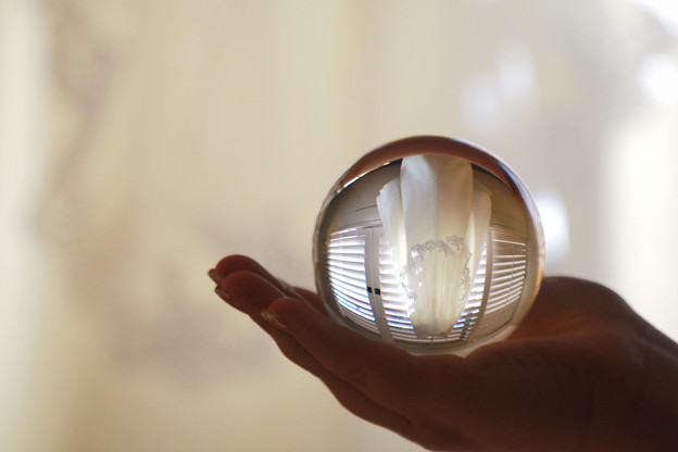 手の平に。。crystal ball