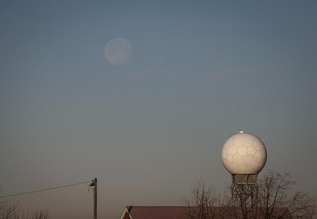 給水塔とお月様