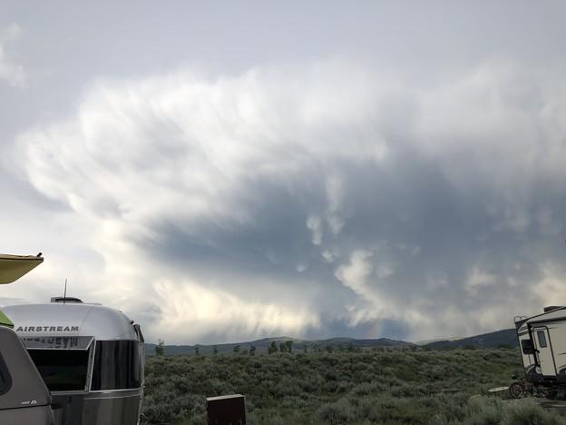 Photos: AIRSTREAMと通り雨