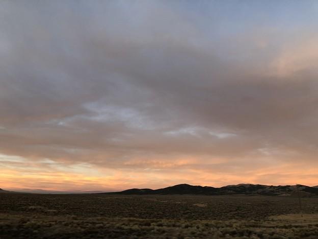 夕焼けとネバダの大地