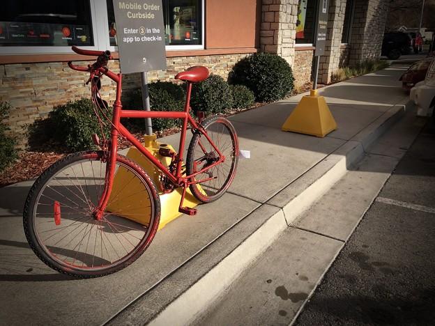 赤いバイクで朝マック♪