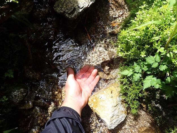 小さな沢で水補充