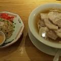 福島市の自家製麺うろたさんにてブタとニンニクと私の蕎麦 炒しない炒飯をいただく