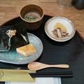 本日のランチは須賀川市のちいさいもんさんにて味噌汁&おむすびセット 小鉢は根菜のすりながし