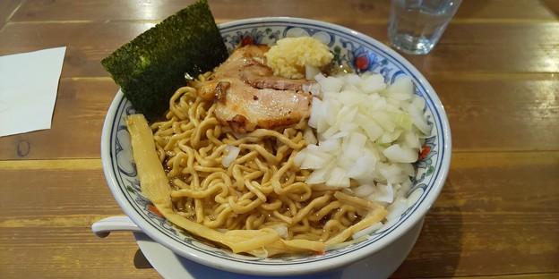 福島市の自家製麺うろたさんにて辛くて豚くてニンニクくて脂くてのゴワゴワ(大盛) 辛みは抜いてもらいました 久々にゴワゴワ食べられて嬉しい メチャウマでしたよ