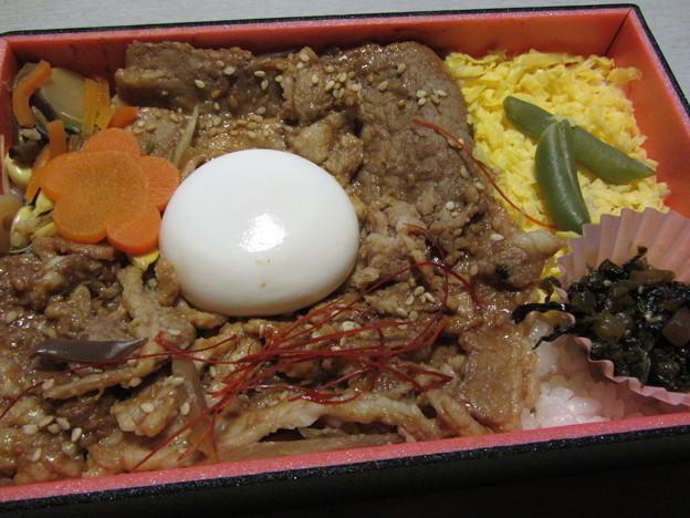 松栄軒「牛カルビ焼肉丼」